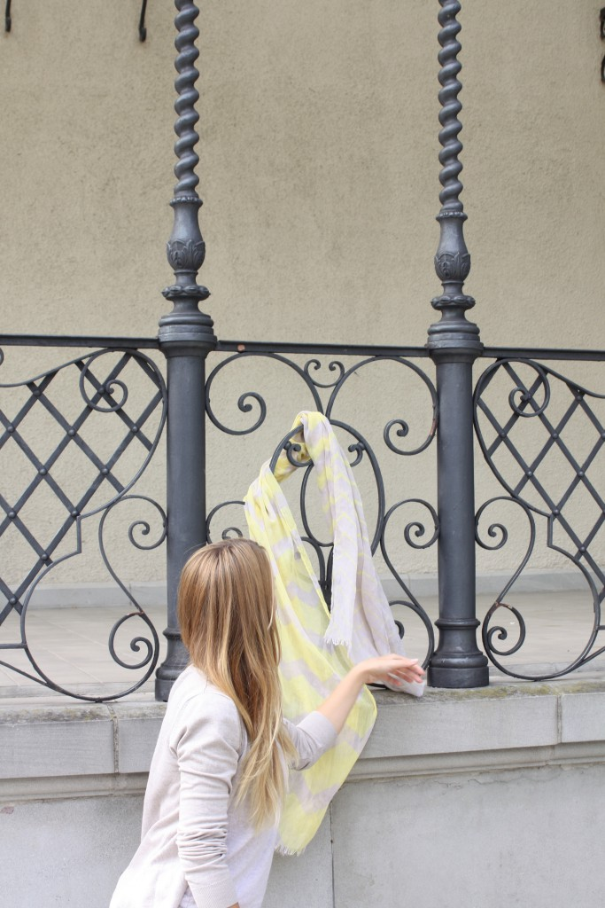 SVIRIG BLOG Fashion Post A walk in Winterthur Yellow Scarf